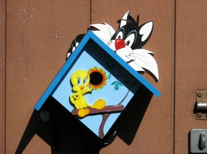 A birdhouse of Tweety & Sylvester